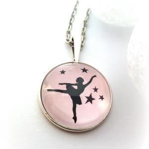 Rózsaszín Balerina nyaklánc táncos balett tánc balerinás fekete rózsaszín kislány téli mese, Ékszer, Nyaklánc, Gyerek & játék, Ékszerkészítés, Balerina nyaklánc\n\nRomantikus, bájos táncoló balerinás nyakláncot készítettem. Halvány rózsaszín ala..., Meska