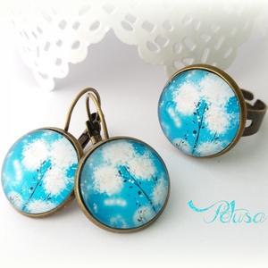 Tavaszi kék gyűrű fülbevaló pitypanos szett, Ékszer, Ékszerszett, A tavasz és tél találkozását örökíti meg ez a kék pitypangos gyűrű és fülbevaló szett. Friss kék és ..., Meska