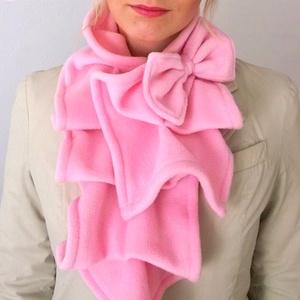 Rózsaszín sál kámzsa körsál masni, Ruha & Divat, Sál, Sapka, Kendő, Sál, Varrás, Rózsaszín sál masnival\n\nRózsaszín pihe-puha polar anyagból készítettem ezt a sálat, ami őszi hangula..., Meska