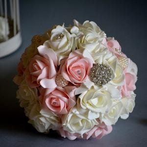 Ékszercsokor habrózsákból, Esküvő, Esküvői csokor, Virágkötés, Pazar csillogás kedvelőinek ajánlom a diszkrét gömb-vintage -ékszercsokrot. Pasztell rózsaszín és tö..., Meska