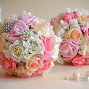 2 csokor - Esküvői és dobócsokor finom elegancia, Esküvő, Esküvői csokor, Esküvői ékszer, Ez a pazar mégis finom eleganciát sugárzó fehér-puderrózsaszín-babarózsaszín gömb csokorral az esküv..., Meska