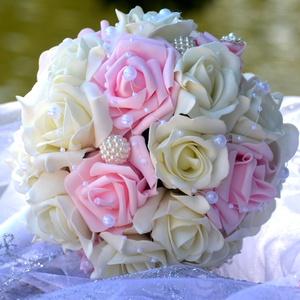 Sissi hercegnői csokor, Esküvő, Esküvői csokor, Dekoráció, Otthon & lakás, Csokor, Virágkötés, Törtfehér-babarózsaszín habrózsákból készítettem ezt a csodás gömb csokrot. Ízléses gyöngy díszítést..., Meska