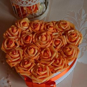 Szülőköszöntő örök szívbox, Esküvő, Otthon & lakás, Esküvői csokor, Nászajándék, Lakberendezés, Szív formájú nagy méretű virágbox, több szál élethű vörös habrózsából készült,  szatén szalag foglya..., Meska