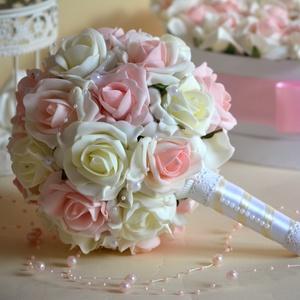 Romantika Csokor, Esküvő, Esküvői csokor, Esküvői dekoráció, Ballagás, Ünnepi dekoráció, Dekoráció, Otthon & lakás, Virágkötés, Élethű csodás örök habrózsából készült kerek esküvői csokor. Törtfehér ÉS púderrózsaszín habrózsákbó..., Meska