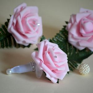 Rózsaszín kitűző, Kitűző, Kiegészítők, Esküvő, Virágkötés, Mindenmás, Babarózsaszín habrózsa kitűző, zöld dísszel,gyönggyel díszített, tűzhető megoldással rögzíthető. Apr..., Meska