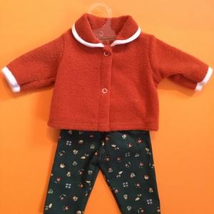 Játékbaba ruha ( őszi réz színű kabát+ zöld nadrág ), Gyerek & játék, Játék, Baba játék, Varrás, Játékbaba ruha ( őszi réz színű kabát+ zöld nadrág ) : 43-46 cm játékbaba őszi kék fodros kabát és n..., Meska