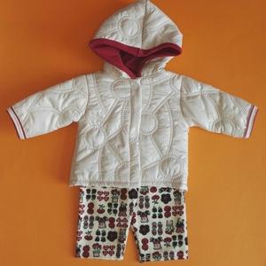 Játékbaba ruha, kabát + nadrág ( steppelt drapp ), Gyerek & játék, Gyerekszoba, Játék, Baba játék, Varrás, Játékbaba ruha: kabát, nadrág összeállítás.\nA kabát steppelt anyagból, a nadrág rugalmas pamutból ké..., Meska