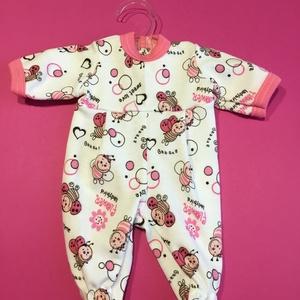 Játékbaba ruha rugdalózó (rózsaszín -méhecske), Gyerek & játék, Játék, Baba játék, Varrás, Játékbaba ruha rugdalózó (rózsaszín -méhecske): pamut anyagból készült 33 cm-es játékbabára. Hátul t..., Meska
