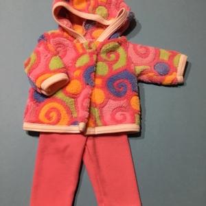Játékbaba ruha ( csigás kabát+ rózsaszín nadrág ), Gyerek & játék, Játék, Baba játék, Varrás, Játékbaba ruha ( csigás kabát+ rózsaszín nadrág ) : 43-46 cm játékbabára kabát és nadrág. A kabát pa..., Meska