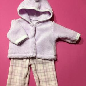43-46 cm-es játékbaba ruha ( lila kabát+ kockás nadrág ), Gyerek & játék, Játék, Baba játék, Varrás, Játékbaba ruha ( lila kabát+ kockás nadrág ) : 43-46 cm játékbabára kabát és nadrág. A kabát patentt..., Meska