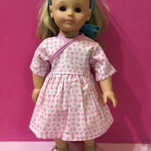 Játékbaba ruha ( rózsaszín virág mintás ), Gyerek & játék, Játék, Baba játék, Varrás, Játékbaba ruha ( rózsaszín virág mintás ): Puplin anyagból készült ruha, hátul tépőzárral záródik. 4..., Meska