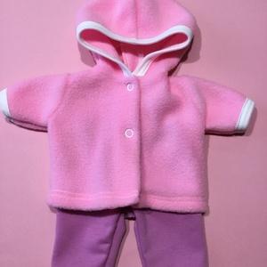 30-33 cm-es játékbaba ruha, kabát nadrág ( rózsaszín ), Gyerek & játék, Gyerekszoba, Játék, Baba játék, Varrás, Játékbaba ruha: kabát, nadrág összeállítás\nA kabát polár anyagból, a nadrág rugalmas pamutból készül..., Meska