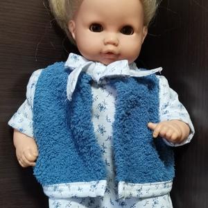 30-33 cm-es játékbaba ruha, 3 részes ( mellény + póló + nadrág ) kék virágos, Játék & Gyerek, Baba & babaház, Babaház, Varrás, Játékbaba ruha (háromrészes): 30-33 cm-es babára. A mellény anyaga wellsoft, a nadrág és a póló anya..., Meska