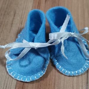 30-33 cm-es játékbaba cipő ( kék ), Játék & Gyerek, Baba & babaház, Babaruha, babakellék, Varrás, 30-33 cm-es játékbaba cipő ( kék ). Anyaga filc, kézzel varrt. , Meska