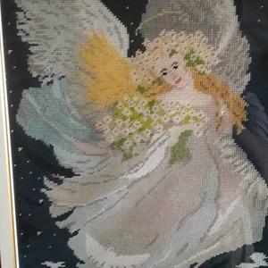 Angyal, Képzőművészet, Otthon & lakás, Textil, Hímzés, Varrás, Saját készítésű normál gobelin öltéssel van varrva kézzel előfestett fehér kanavára 19200 öltéssel.\n..., Meska