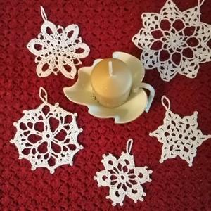 Hópehely, Művészet, Textil, Egyéb, Horgolás, Szépen horgolt hópehely, ablakdísznek vagy\nkarácsonyfára 100% pamutfonálból. Ki van keményitve.\nmére..., Meska