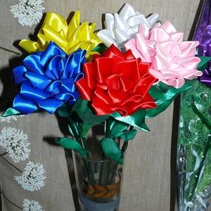 Szatén rózsák  több színben!, Otthon & Lakás, Dekoráció, Csokor & Virágdísz, Virágkötés, Szeretettel köszöntelek!\n\nKanzashi hajtogatási technikával készült szatén rózsák! Kérhető több színb..., Meska