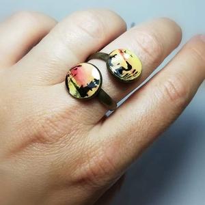 Naplemente gyűrű, Fonódó gyűrű, Gyűrű, Ékszer, Festett tárgyak, Ékszerkészítés, Antikolt bronz, dupla gyűrű, csavartvázzal. Festett tájkép díszíti, zselével készült. Mérete minimál..., Meska