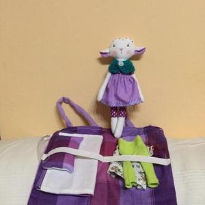 Csorbóka bárány hordozható fekvőhellyel, öltöztethető (pillenyek) - Meska.hu