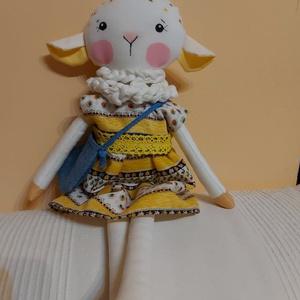 Csenge bárányka, öltöztethető, Játék & Gyerek, Plüssállat & Játékfigura, Más figura, Baba-és bábkészítés, Varrás, Egyedi, kézzel és géppel varrt bárányka. Igazi hurcolhatós, játszó és alvótárs. Arca hímzett, festet..., Meska