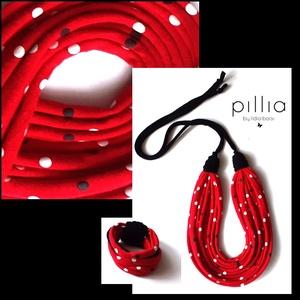 Piros-fehér, fekete pöttyös FIBER textilékszer szett, Ékszer, Ékszerszett, Ékszerkészítés, Újrahasznosított alapanyagból készült termékek, Az újrahasznosítással készített szett  alapanyagául rugalmas pólók szolgáltak. \nA sima szálas nyakba..., Meska