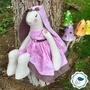 Nyuszilány - egyedi kézműves gyerekjáték - különleges - gyerekjáték, Nyuszi, Plüssállat & Játékfigura, Játék & Gyerek, Varrás, Baba-és bábkészítés, Ez a különleges Tilda nyuszi egyedi darab. Magassága 45 cm, szélesség 15 cm. Anyaga öko pamut, tömőa..., Meska