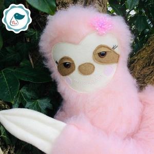 Lajhár lány- egyedi tervezésű kézműves játék - lajhár -textiljáték - szobadekoráció (Pindiart) - Meska.hu