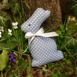 Nyuszi- egyedi tervezésű kézműves játék - textiljáték - nyúl         (Pindiart) - Meska.hu