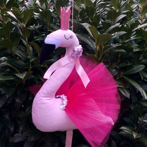 Flamingó - egyedi tervezésű kézműves játék - állat - textíljáték - kislány szobadekoráció, Gyerek & játék, Gyerekszoba, Mobildísz, függődísz, Játék, Játékfigura, Plüssállat, rongyjáték, Varrás, Baba-és bábkészítés, Rózsaszín, egyedi tervezésű flamingó, játék.  A különleges állatfigura kislány szobadekorációnak is ..., Meska