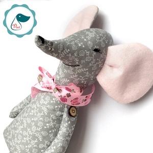 Egér lány - Egyedi tervezésű kézműves textil játék - pandamaci játék -  egér textilfigura, Játék & Gyerek, Plüssállat & Játékfigura, Cica, Varrás, Az az egyedi különleges egér lány kicsiknek és nagyobb gyerekeknek is nagy örömöt tud szerezni. \nSze..., Meska