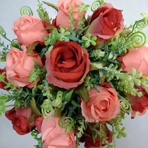Piros-rózsaszín-zöld menyasszonyi csokor, Esküvő, Esküvői csokor, Dekoráció, Otthon & lakás, Lakberendezés, Virágkötés, Piros és rózsaszín selyem rózsákból illetve zöldekből készült romantikus csokor. A csokor szára fehé..., Meska