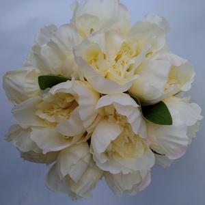 Krémszínű rózsás menyasszonyi csokor, Esküvő, Otthon & lakás, Esküvői csokor, Dekoráció, Lakberendezés, Virágkötés, Nagyfejű krémszímű selyem rózsákból készült romantikus csokor. A csokor szára beige organzával van ..., Meska