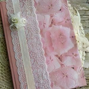 Rózsaszín álom esküvői vendégkönyv, Vendégkönyv, Emlék & Ajándék, Esküvő, Decoupage, transzfer és szalvétatechnika, Könyvkötés, Dekupázs technikával készült esküvői vendégkönyv, emlékkönyv.\nMérete: A4, 21 x 29,7\nA kemény fedelű ..., Meska