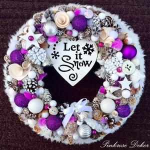 Karácsonyi kopogtató lila-ezüst MŰSZŐRME SZEGÉLLYEL (29 cm) KÉSZTERMÉK, Otthon & lakás, Dekoráció, Ünnepi dekoráció, Karácsony, Karácsonyi dekoráció, Virágkötés, Elegáns ünnepváró kopogtató fa táblával, karácsonyfadísz gömbökkel, termésekkel, dekor bogyókkal, bü..., Meska