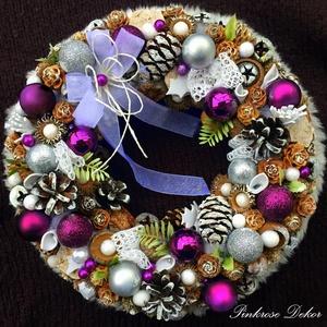 KARÁCSONYI kopogtató LILA-EZÜST (28 cm) KÉSZTERMÉK, Otthon & lakás, Dekoráció, Ünnepi dekoráció, Karácsony, Lakberendezés, Ajtódísz, kopogtató, Virágkötés, Mindenmás, Elegáns ünnepváró kopogtató PADLIZSÁN-EZÜST-FEHÉR színvilágban díszgömbökkel, festett termésekkel, t..., Meska