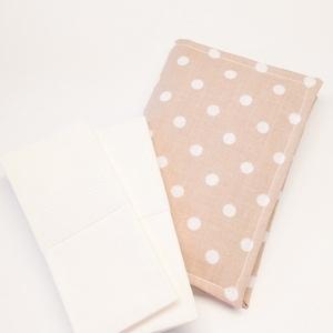 Zsebkendő tartó - pöttyös, Zsebkendőtartó, Pénztárca & Más tok, Táska & Tok, Varrás, Textilből készült, kinyitható papír zsebkendő tartó. Mosható.\n\nMérete: 9x14cm\nMintája: pöttyös\n\nVÁLA..., Meska