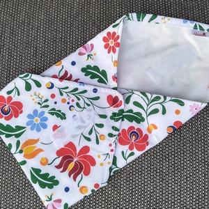 Népi motívumok - textil szalvéta, élelmiszerbiztos PUL anyaggal, NoWaste, Textilek, Textil tároló, Varrás, Mosható, újrahasználható textil szalvéta, tépőzárral kényelmesen állítható a szendvics méretéhez. A ..., Meska