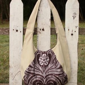 Lilomos táska, Táska, Divat & Szépség, Táska, Válltáska, oldaltáska, Szatyor, Ornamentikus díszítésű és homokszínű, cipzáros, nagyméretű textil oldaltáska.  A táskát homokszínű é..., Meska