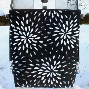 Fekete-fehér mintás hátizsák / oldaltáska, Táska, Divat & Szépség, Táska, Hátizsák, Válltáska, oldaltáska, Erős vászonból készült hátizsák/oldaltáska. A táska hátsó oldala megegyezik az első oldallal.  A vál..., Meska
