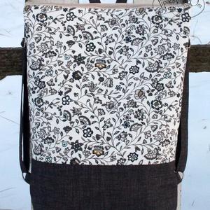 Virágos hátizsák, Táska, Divat & Szépség, Táska, Hátizsák, Erős vászonból készült hátizsák. A táska hátsó oldala megegyezik az első oldallal.   A táska cipzárr..., Meska