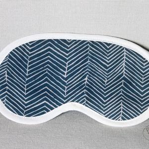 Szempihentető maszk, alvómaszk, halszálkamintás, NoWaste, Otthon & lakás, Táska, Divat & Szépség, Textilek, Textil szempihentető maszk, alvómaszk, halszálka mintával. Az alvómaszk 2 rétegű, a külső oldala erő..., Meska