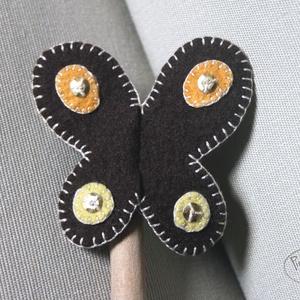 Pillangó ujjbáb, barna, Gyerek & játék, Gyerekszoba, Játék, Báb, Filcből készült pillangó ujjbáb. Játékhoz, meséléshez ideális. Kis méretéből adódóan bárhová magunkk..., Meska