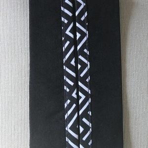Fekete papír zsebkendő tartó, Táska, Divat & Szépség, NoWaste, Táska, Neszesszer, Textilek, Pamutvászonból készült papír zsebkendő tartó. Kétrétegű (bélelt), a nyitott részen külön anyaggal sz..., Meska