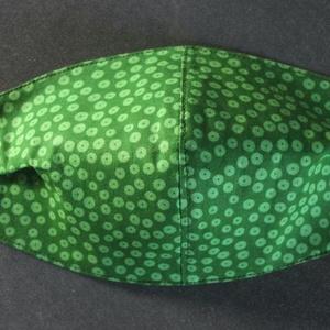 Zöld pöttyös arcmaszk, szájmaszk KIS NŐI MÉRET, Táska, Divat & Szépség, NoWaste, Szépség(ápolás), Maszk, szájmaszk, Textilek, Egészségmegőrzés, Varrás, Textil arcmaszk, 2 rétegű, a külső réteg prémium minőségű mintás, a belső réteg egyszínű normál pamu..., Meska