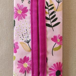 Rózsaszín virágos papír zsebkendő tartó, Táska & Tok, Pénztárca & Más tok, Zsebkendőtartó, Varrás, Pamutvászonból készült papír zsebkendő tartó.\nKétrétegű (bélelt), a nyitott részen külön anyaggal sz..., Meska