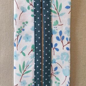 Kék virágos papír zsebkendő tartó, Táska & Tok, Pénztárca & Más tok, Zsebkendőtartó, Varrás, Pamutvászonból készült papír zsebkendő tartó.\nKétrétegű (bélelt), a nyitott részen külön anyaggal sz..., Meska