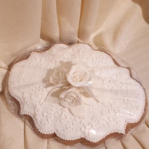 Mázas mézes-kerámia plakett apró rózsafejekkel, Esküvő, Nászajándék, Meghívó, ültetőkártya, köszönőajándék, Otthon & lakás, Képzőművészet, Mézeskalácssütés, Természetes alapanyagokból készült mézes-kerámia ajándék és dísztárgy. \nA képen látható ajándéktárgy..., Meska