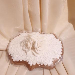 Indás mézes-kerámia plakett óriás cukorvirág rózsákkal, Esküvő, Nászajándék, Meghívó, ültetőkártya, köszönőajándék, Otthon & lakás, Képzőművészet, Mézeskalácssütés, Természetes alapanyagokból készült mézes-kerámia ajándék és dísztárgy. \nA képen látható ajándéktárgy..., Meska