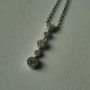 ezüst hosszúkás nyakék   , Ékszer, Nyaklánc, Medálos nyaklánc, Ékszerkészítés, Ötvös, 925-ös finomságú ezüstből készült nyaklánc cirkónia kövekkel. a lánc hossza 40cm. ródiumozott a felü..., Meska