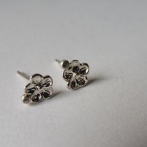 ezüst kisvirág fülbevaló, Ékszer, Pötty fülbevaló, Fülbevaló, Ékszerkészítés, Ötvös, Meska
